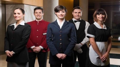 Персонал отеля - официант, швейцар, администратор, бармен в отеле Болгарии
